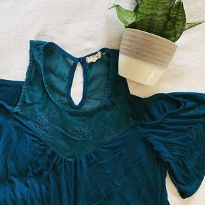 Tops - Cute Flowy Top!